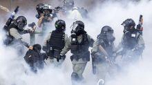 Policía choca con manifestantes en campus hongkonés