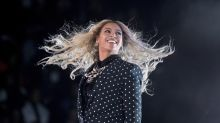 Beyonce and Jay-Z showed the World Cup final before their concert in Paris, and the crowd went insane - Watch