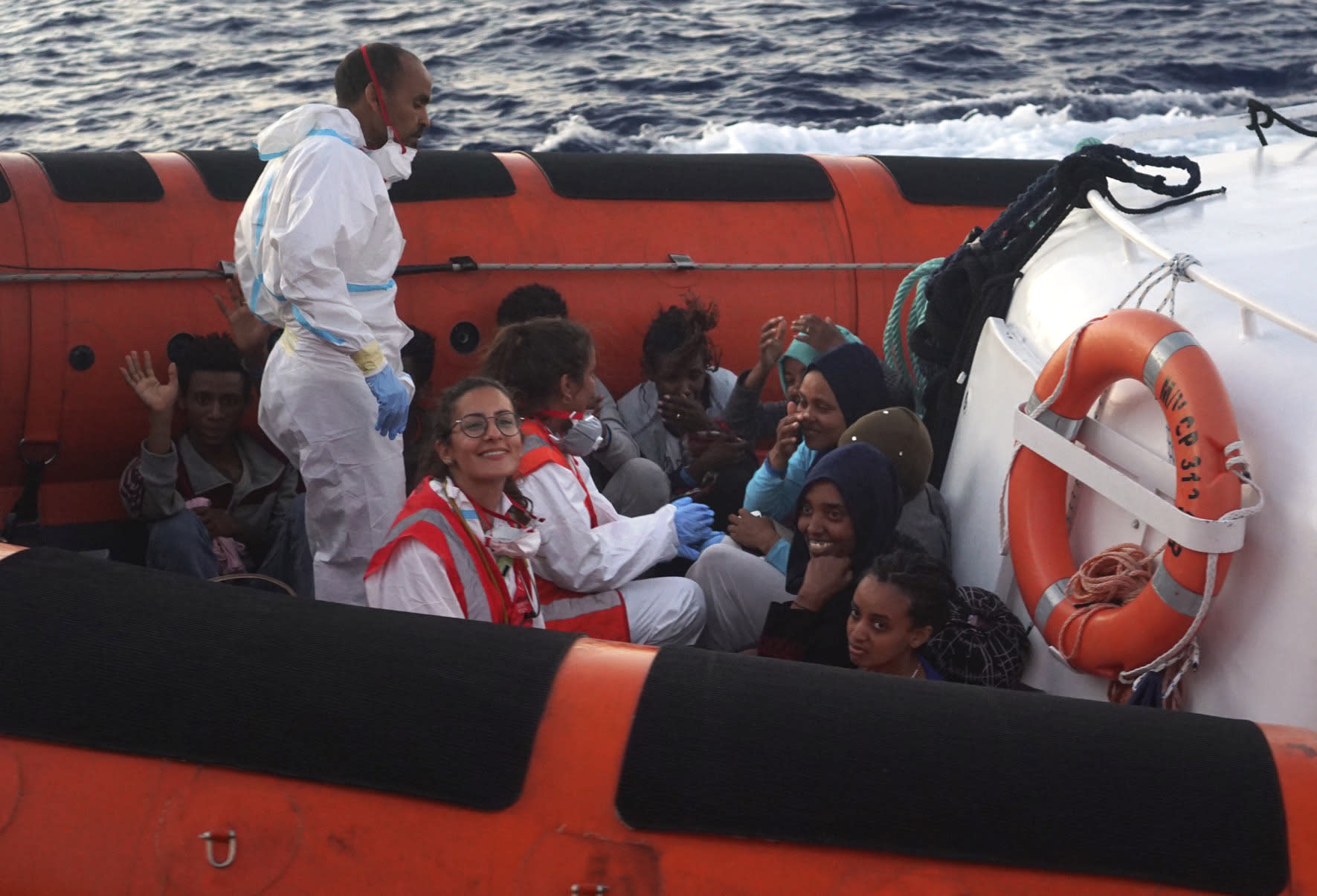 Italian minister allows child migrants to disembark rescue vessel