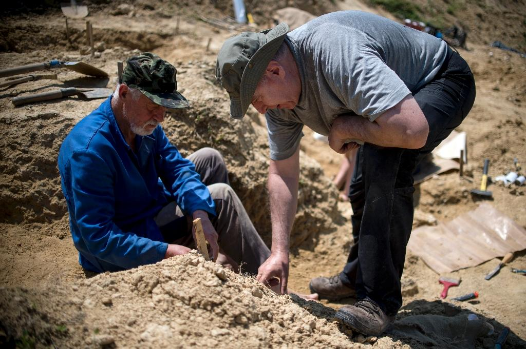 Professor Nikolay Spassov (R) works on a dig in Bulgaria where he hopes to find more skeletal remains to support his controversial theory on human origins (AFP Photo/NIKOLAY DOYCHINOV)