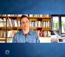Seth Meyers to Elizabeth Warren: Why Haven't You Endorsed Bernie for President?