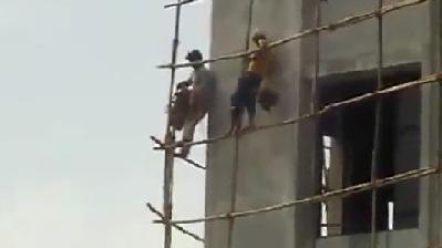 Insane Workers Assemble Scaffolding