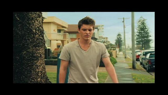 Exclusive Bait 3D Clip: Xavier Samuel Knows Something Is Wrong