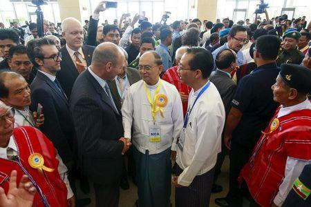 Myanmar's President Thein Sein (C, with yellow ribbon) greets international witnesses after the signing ceremony of the Nationwide Ceasefire Agreement (NCA) in Naypyitaw, Myanmar October 15, 2015. REUTERS/Soe Zeya Tun