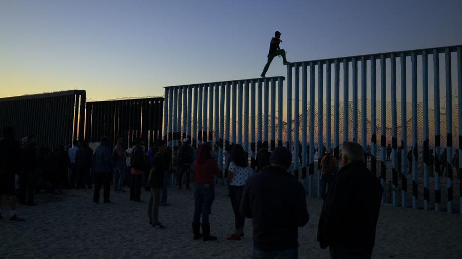 Migrant caravan gets cold welcome in Tijuana