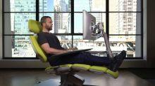Así funciona el  escritorio que te permite trabajar acostado en la oficina