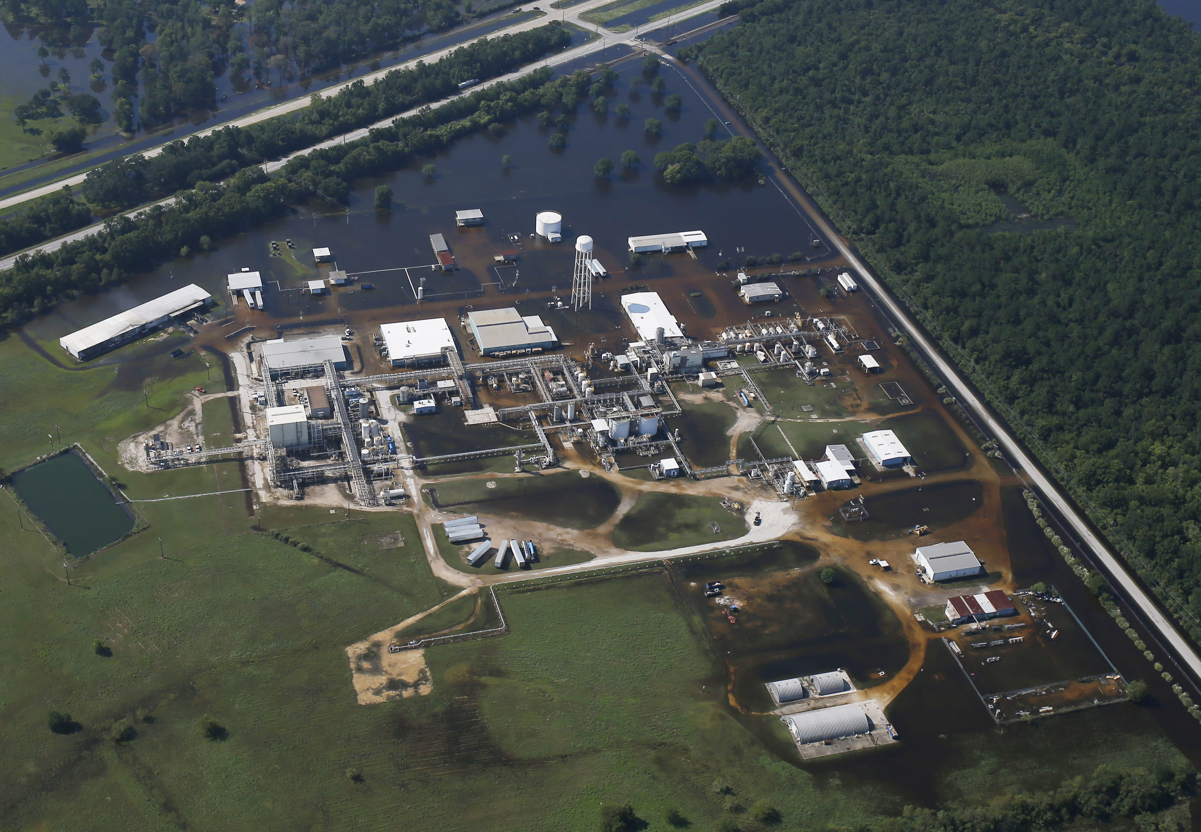 <p>The flooded plant of French chemical maker Arkema SA, which produces organic peroxides, is seen after fires were reported at the facilty in Crosby, Texas, Aug. 31, 2017. (Photo: Adrees Latif/Reuters) </p>