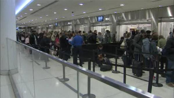 Travelers head home after Thanksgiving holiday