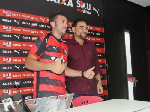 Quatro meses depois, Dátolo rescinde e não joga mais pelo Vitória