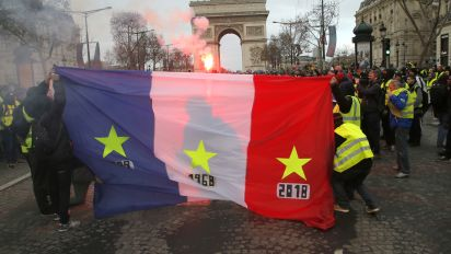 Protests threaten Macron's government in France