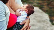 Mulher se ofende com mãe amamentando em público e recebe a melhor resposta