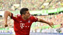 Ten-man Bayern end winless streak as Alcacer keeps Dortmund top