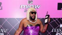 MTV Miaw 2019: homens apostam em vestidos e estampas diferentes no tapete pink