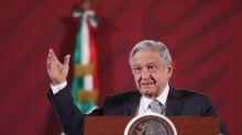 """López Obrador """"toca madera"""" para que la pandemia no empeore como en Guayaquil"""