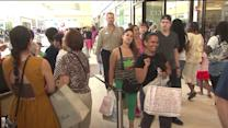 Crowds flock to Chicago-area`s newest outlet mall on opening day