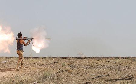 An Iraqi Shi'ite fighter fires a rocket-propelled grenade (RPG) during clashes with Islamic State militants on the outskirt of Falluja, Iraq, June 1, 2016. REUTERS/Stringer