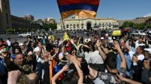 Arménie: des dizaines de milliers de manifestants à Erevan, la crise politique s'accentue