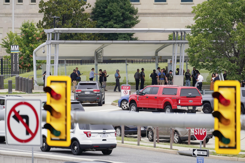 Officer dies of stabbing after violence outside Pentagon