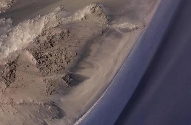Dark streaks on Mars may not be caused by flowing water