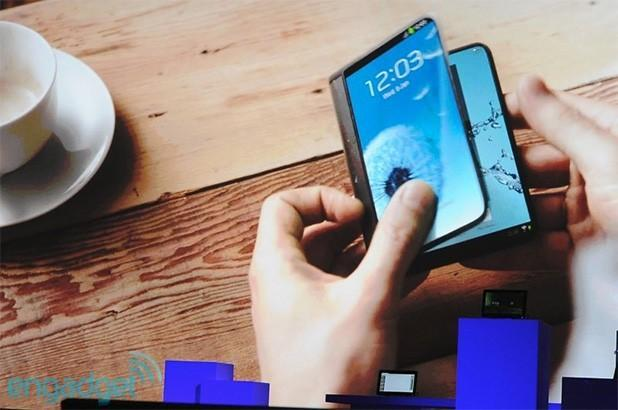 Samsung CEO promises to deliver devices with 'folding displays' in 2015