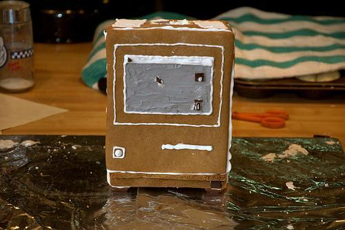 Gingerbread Macintosh for serious gingerbread fanboys only
