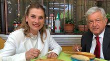 """México: quién es la mujer de López Obrador, que se resiste a ser primera dama porque lo considera """"clasista"""""""