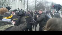 Police Detain Hundreds at Anti-Government Protest in Minsk