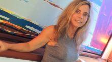 """Bruna Lombardi faz sucesso com clique caseiro: """"Gata atemporal"""""""