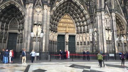 Kölner Dom wegen eines Verdächtigen evakuiert
