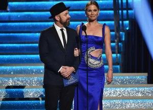 Sugarland S Jennifer Nettles And Kristian Bush Reunite At Cma Awards