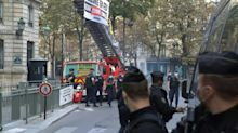 Greenpeace protesta em Paris pela Amazônia
