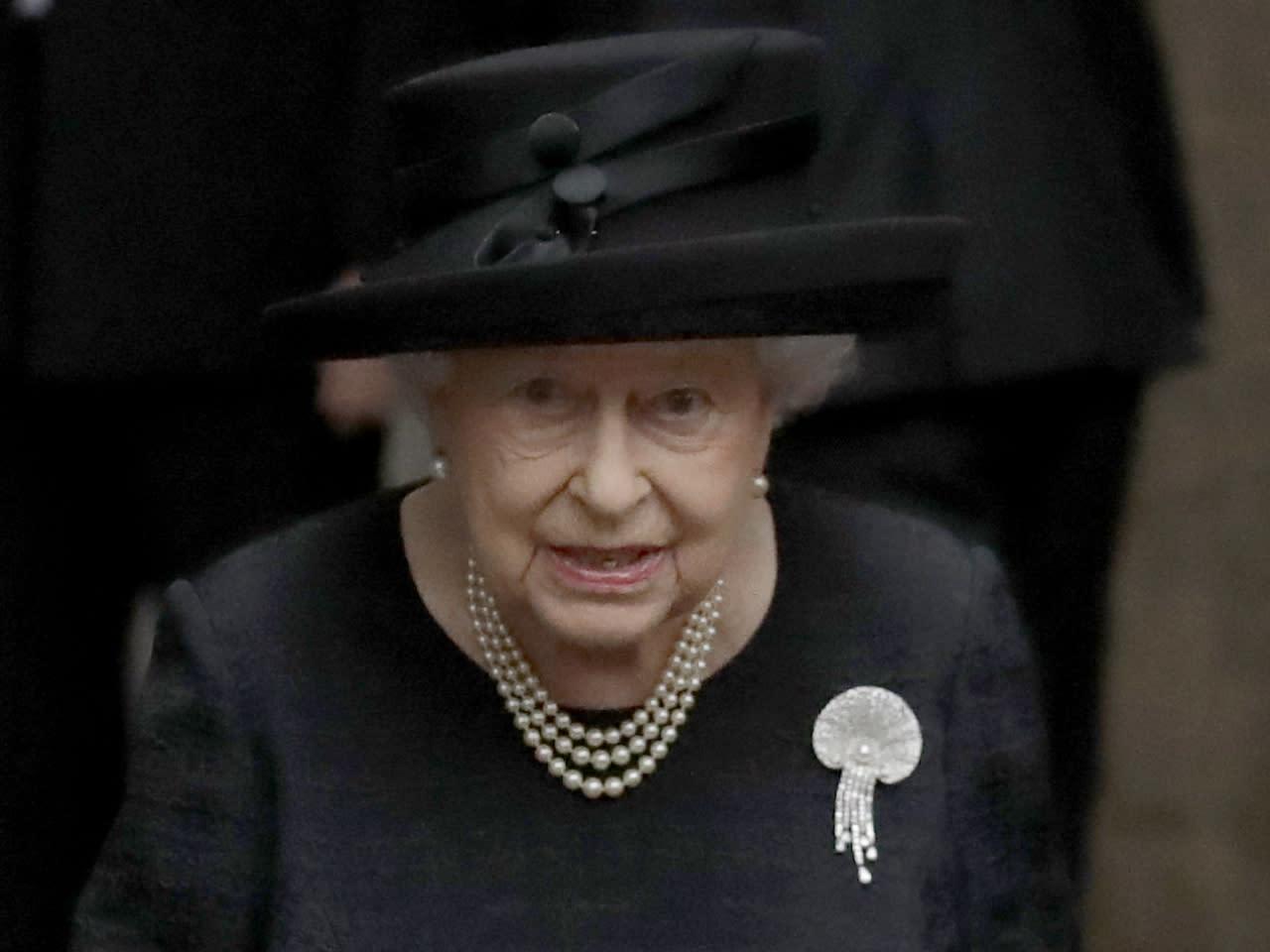 weihnachten bei den royals die queen pflegt eine deutsche. Black Bedroom Furniture Sets. Home Design Ideas