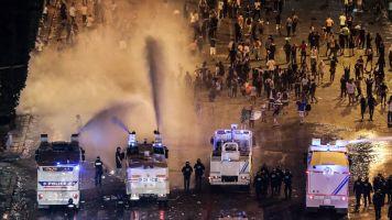 Confusão mancha a comemoração na França