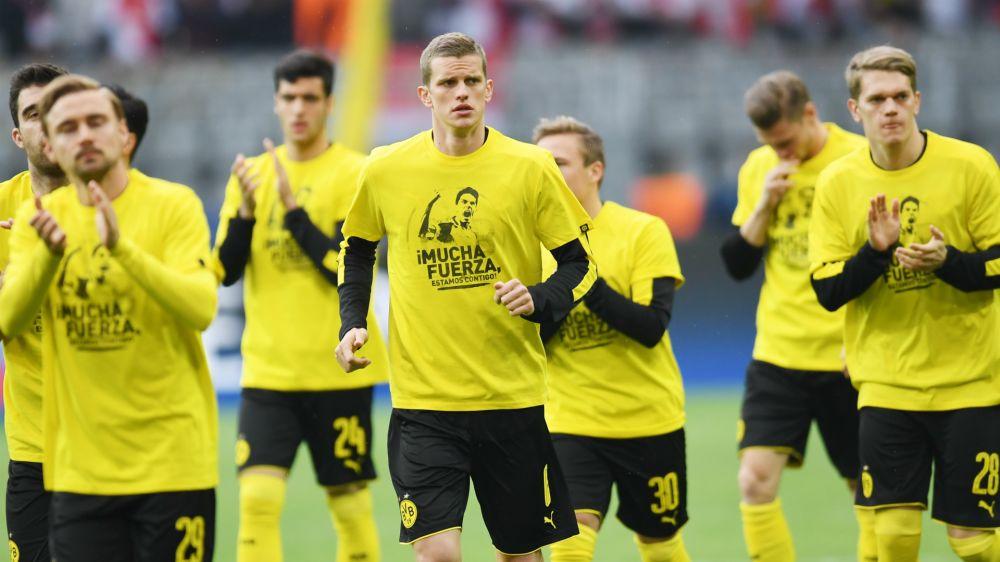 Les joueurs de Dortmund rendent hommage à Bartra