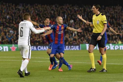 Uefa pode afastar árbitro de Barcelona x PSG, diz jornal espanhol