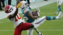 All-Pro CB Howard sits out Dolphins practice with injury