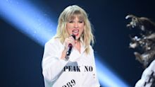 Taylor Swift shakes it off with classy, controversy-free AMAs appearance