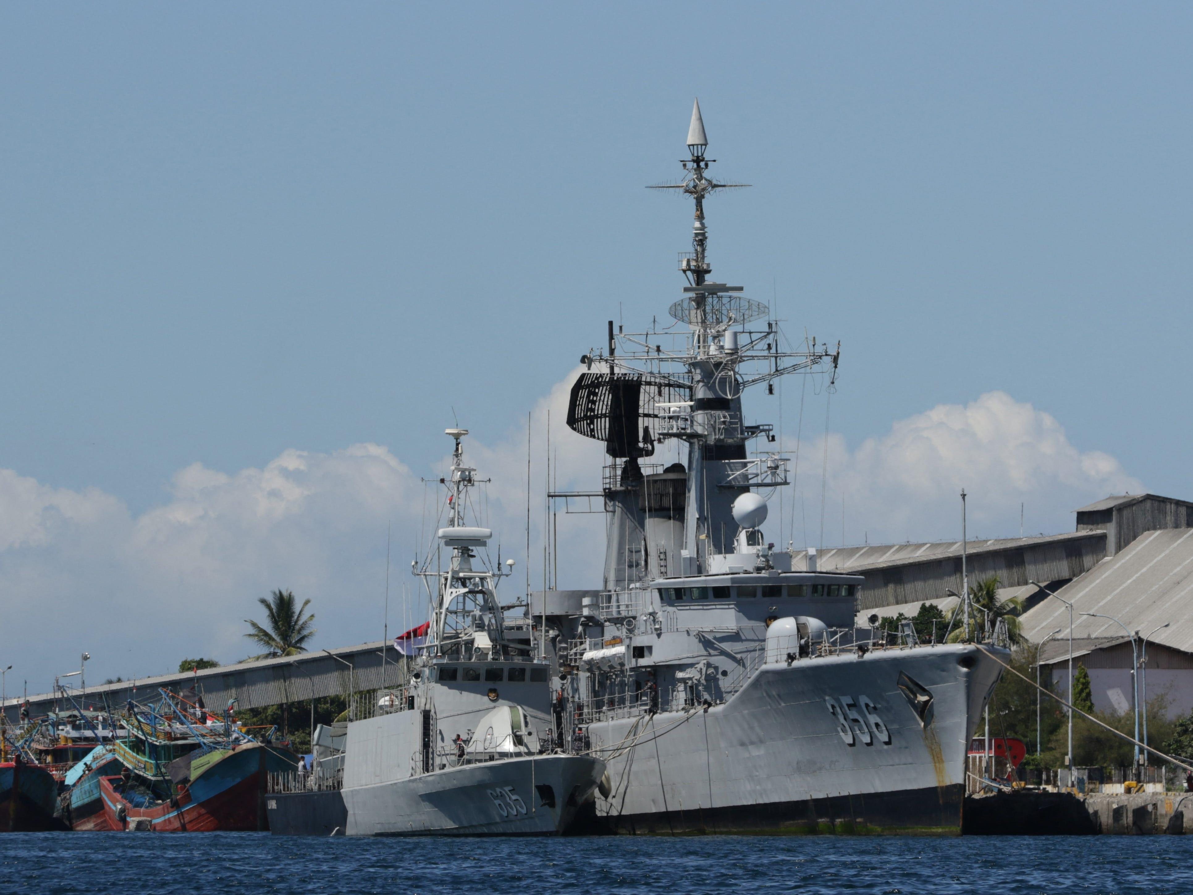 Countries from around the world are chipping in to help find Indonesia's missing naval submarine