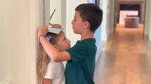 Gisele se derrete com o filho mais velho medindo a irmã: 'Fofura'