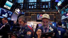 Wall Street cae debido a cautela de inversores por comercio, baja acciones de Intel