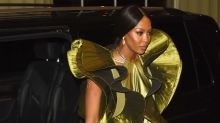 Naomi Campbell y el vestido más raro que verás jamás