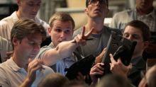 Wall Street chiude in calo con timori economia, Dow Jones -0,88%