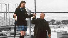 Anne Hathaway rinde tributo a Garry Marshall recordando su escena de la caída en 'Princesa por sorpresa'