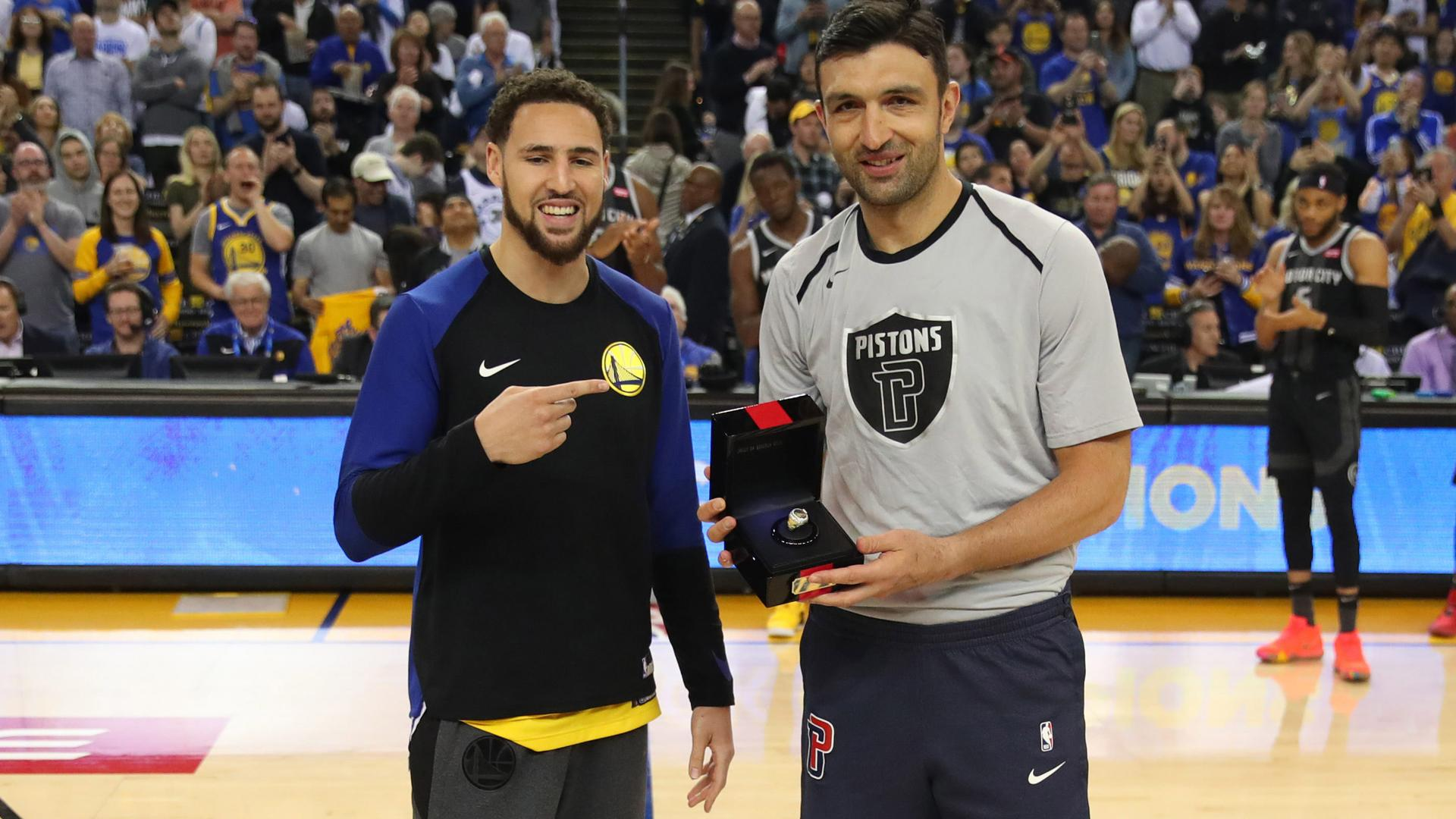 Zaza Pachulia gets 2018 championship ring, visits ex-Warriors teammates
