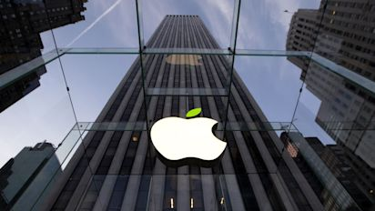 Apple sues Qualcomm for $1bn over licensing practices