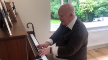 Video of grandfather suffering from dementia playing piano goes viral after heartwarming moment he remembers melody