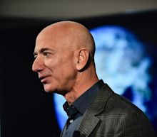Jeff Bezos throws a D.C. shindig and Amazon employees protest policy