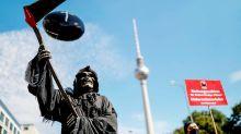 Corona-Pandemie: Veranstalter in der Krise: Groß-Demo zieht durch Berlin