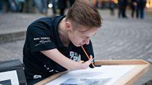 Alucina con los dibujos hiperrealistas de un artista sin brazos