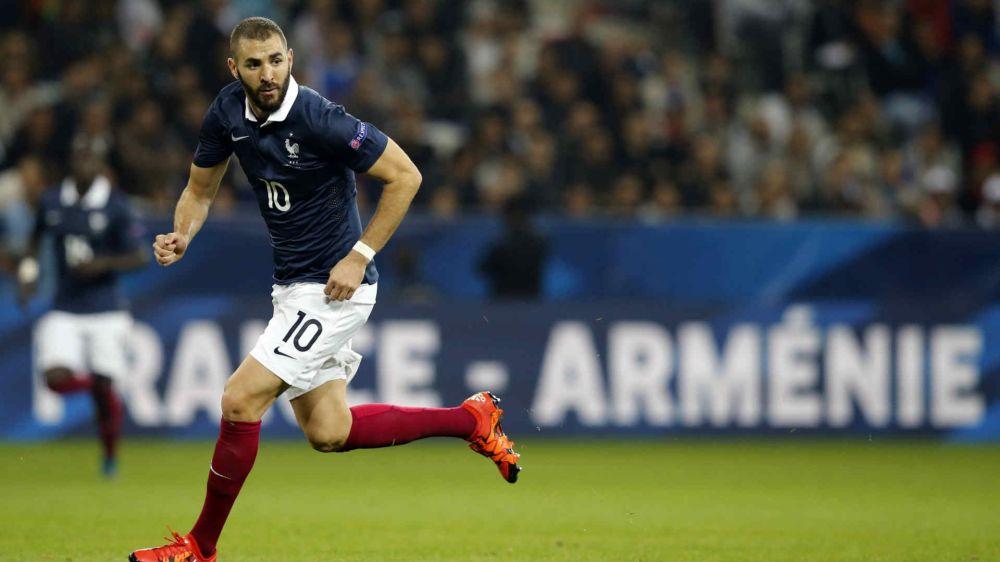 """Equipe de France, Benzema """"touché par sa situation"""" selon Zidane"""